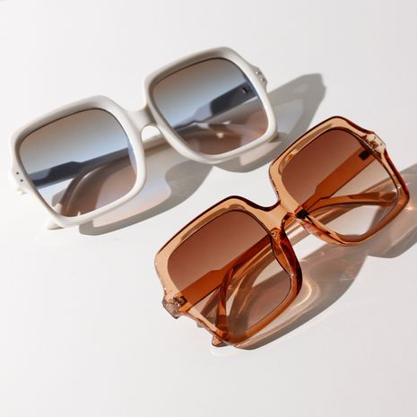 Korean trend square sunglasses retro big frame color sunglasses new wholesale nihaojewelry NHXU231414's discount tags