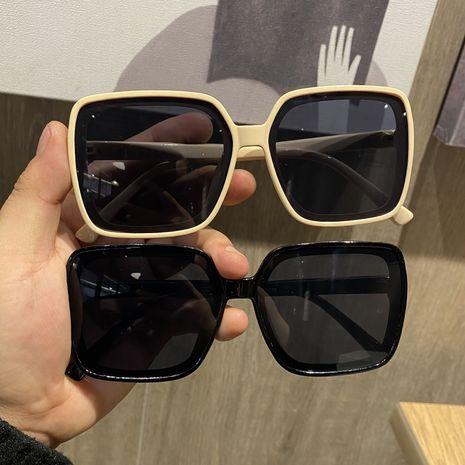 Moda coreana marco de gran tamaño nueva calle disparando pequeñas gafas de sol al por mayor nihaojewelry NHBA231454's discount tags