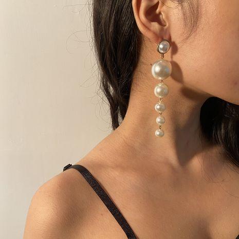 Pendientes de perlas asimétricas de tamaño exagerado de moda simple para mujer nihaojewelry NHXR239593's discount tags