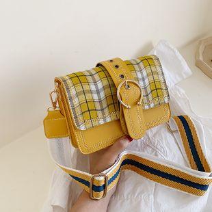Mode coréenne petite ceinture fraîche décoration sac à bandoulière femelle rétro treillis large bande oblique petit sac carré en gros NHPB231685's discount tags