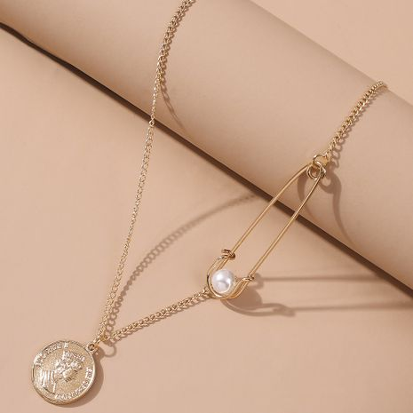 new creative pearl necklace simple copper coin queen head long pendant necklace wholesale nihaojewelry NHMD231887's discount tags