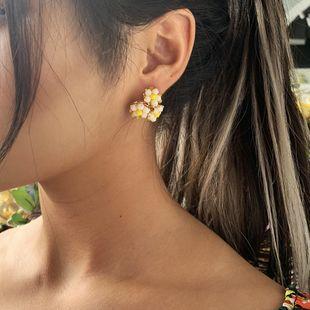 pendientes de flores de cristal dulce tres flores pendientes de aleación trenzada al por mayor nihaojewelry NHMD231904's discount tags