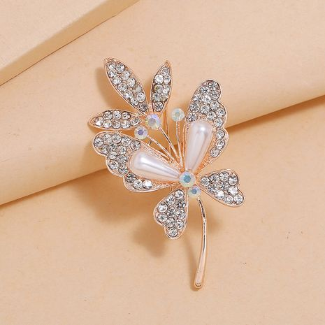 Korean fashion wild jacket sweater brooch simple new diamond leaf pearl brooch wholesale nihaojewelry NHKQ231979's discount tags