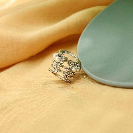 Korean creative design sense pierced earrings feminine diamond wild pearl ear bone clip wholesale nihaojewelry NHQD232010's discount tags