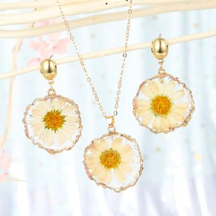 fashion jewelry daisy sun flower pendant necklace imitation natural stone sweater chain dried flower resin lady wholesale nihaojewelry NHGO232061's discount tags