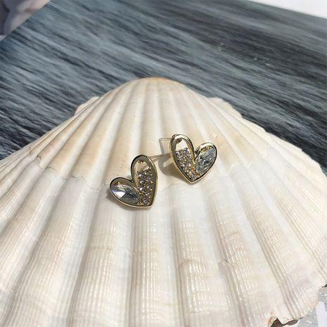 Bijoux populaires coréens cristal diamant couture boucles d'oreilles amour asymétriques petites boucles d'oreilles en forme de coeur féminité en gros nihaojewelry NHWF232401's discount tags