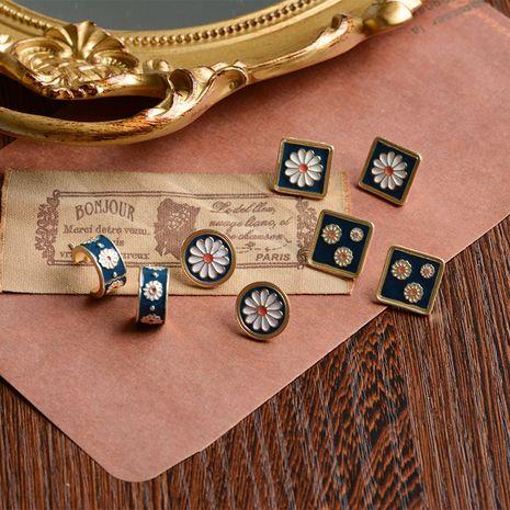 Boucles d'oreilles petite fleur de marguerite 925 broche en argent Français rétro vintage boucles d'oreilles géométriques boucles d'oreilles sauvages en gros nihaojewelry NHWF232422's discount tags