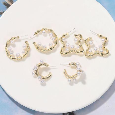 Nueva moda personalidad simple irregular resina doble C tipo pendientes de perlas nihaojewelry al por mayor NHJQ232863's discount tags