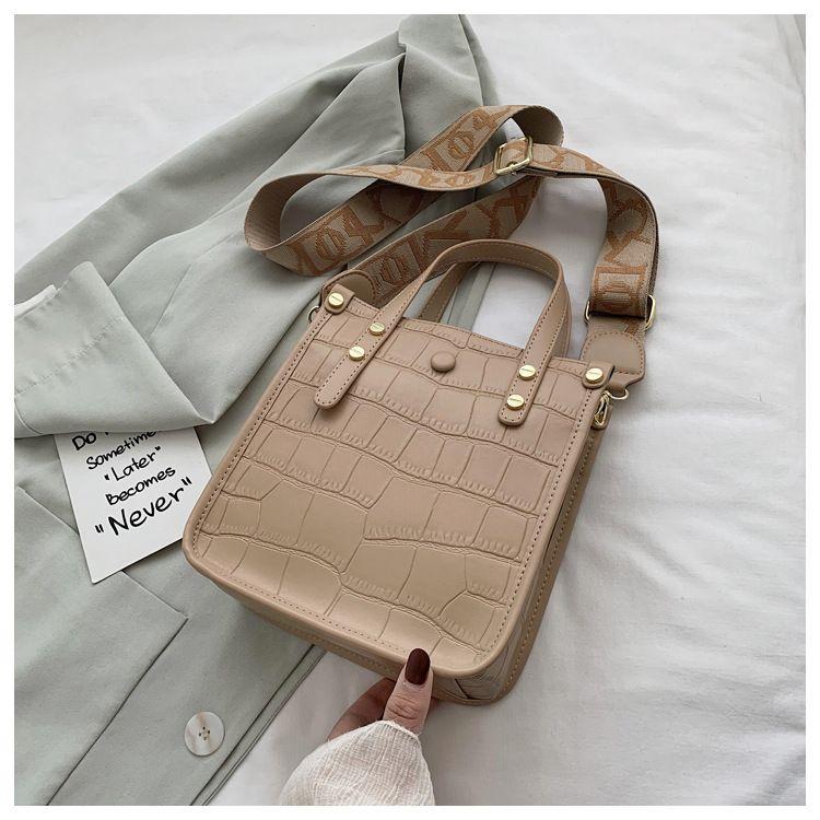 retro small bag new trendy fashion texture one-shoulder messenger all-match handbag wholesale nihaojewelry NHTC240136