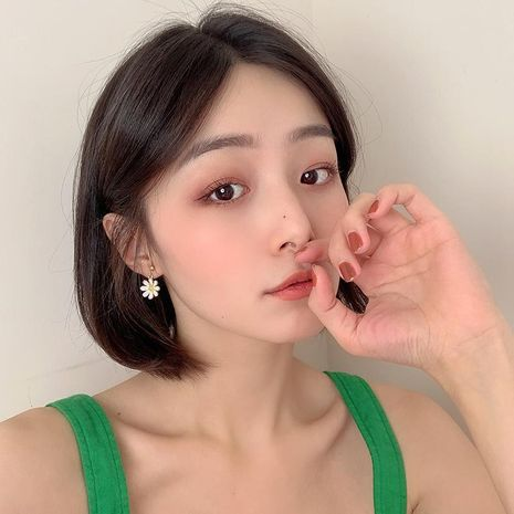 S925 hypoallergenic hot sale simple ear jewelry Korean daisy flower earrings for women NHBQ242962's discount tags