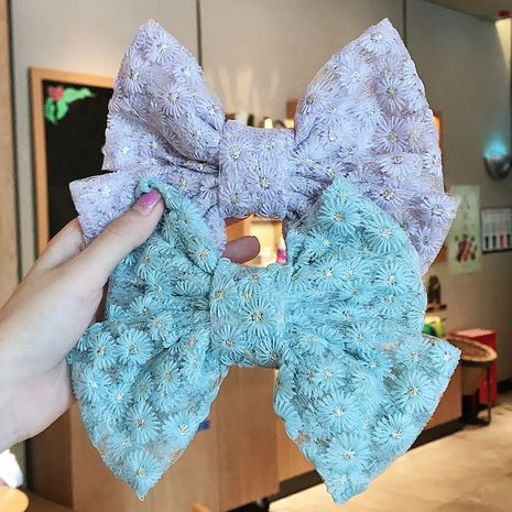 Corée grand arc broderie dentelle chrysanthème à la main côté clip en gros nihaojewelry NHDQ243456's discount tags