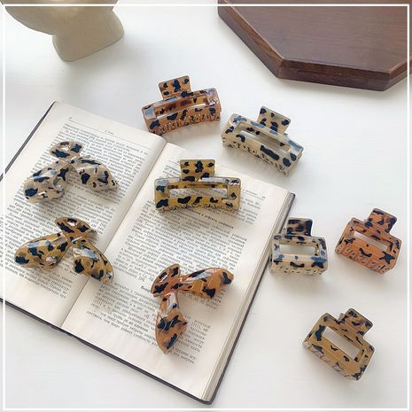 Korea's large acetic acid grasping clip elegant retro texture hair grasping disc hairpin wholesale nihaojewelry NHOF244518's discount tags