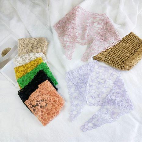 Nouveau triangle de dentelle femmes printemps coréen mode creux sauvage petite écharpe en soie wrap décoration NHMN246524's discount tags