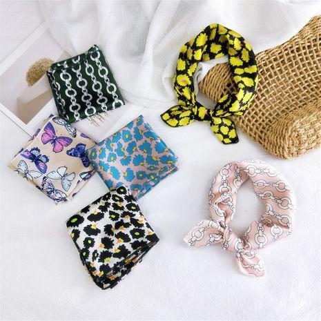 Nouveau foulard carré sauvage coréen de printemps pour les femmes en gros NHMN246526's discount tags