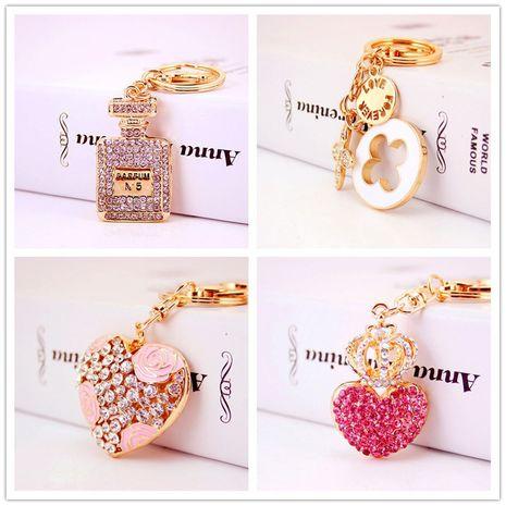 pendentif en métal de bouteille de parfum de dames sertie de diamants porte-clés trèfle à quatre feuilles NHAK247544's discount tags