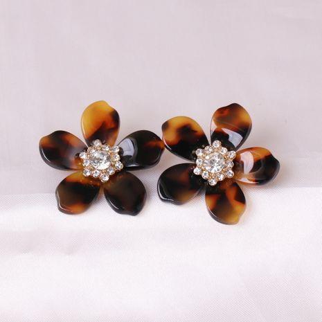 Vente en gros fleurs en résine naturelle incrustées de boucles d'oreilles boule de diamant pour femmes NHJJ248115's discount tags