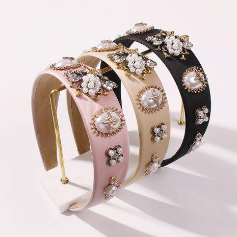 Diadema de diamantes de borde ancho con perlas de abeja de moda para mujeres al por mayor NHMD248146's discount tags