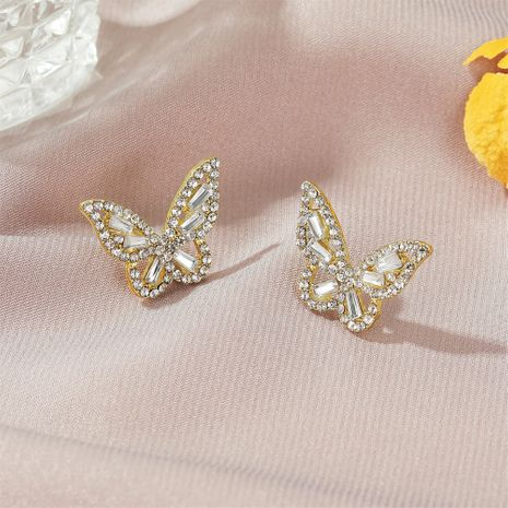 Nueva moda simple circón mariposa damas pendientes de aleación de cristal salvaje al por mayor NHMO248489's discount tags
