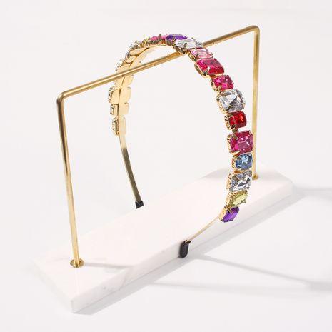 Aleación simple para mujer con incrustaciones de diamantes de vidrio de colores, gran diadema de moda en caliente NHMD248673's discount tags