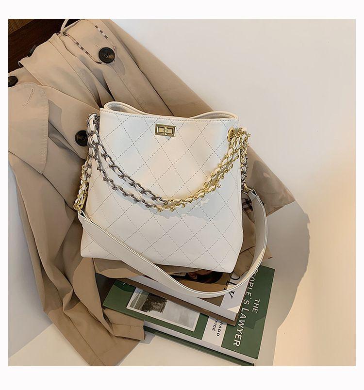 Simple largecapacity bag new Korean fashion oneshoulder messenger chain bucket bag wholesale NHTC249303