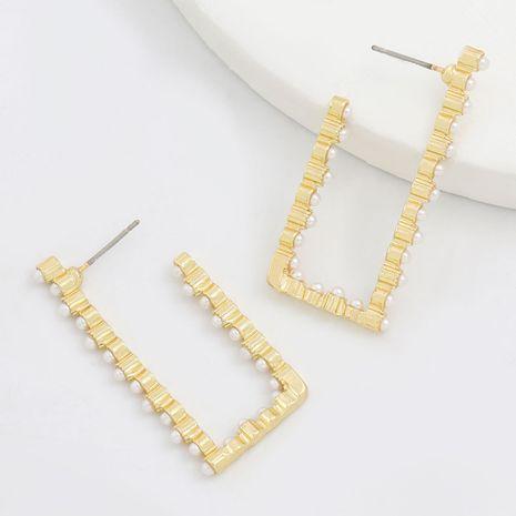 Boucles d'oreilles en métal incrusté de perles en métal carré à encoche creuse en alliage simple en gros NHJE249621's discount tags