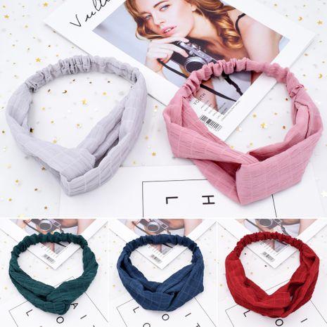 Diadema de tela de color puro con cruz elástica simple coreana arrugada a cuadros al por mayor NHCL250082's discount tags