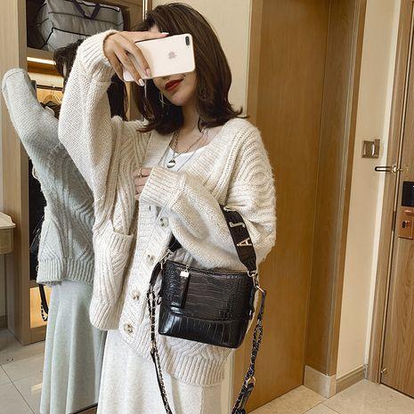 new crocodile pattern one shoulder fashion chain shoulder strap portable messenger bag wholesale NHLH250616's discount tags