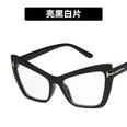 NHKD989253-Bright-black-and-white