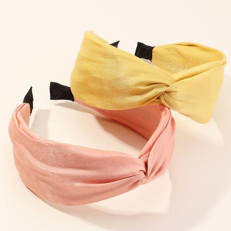 Nueva moda retro cruz lado ancho anudado tejido de color puro diadema de perlas NHAU240872's discount tags