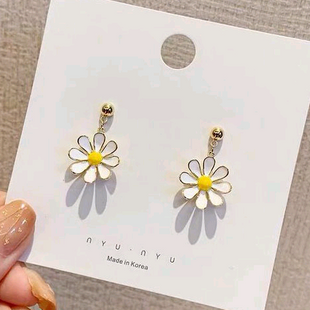 925 Silver Needle Fashion Sweet Daisy Chrysanthemum Stud alliage Boucles d'oreilles en gros nihaojewelry NHSC242044's discount tags