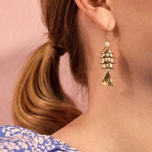 Boucles d'oreilles ethniques baroques de style océan incrusté de perles en forme de poisson gras en gros nihaojewelry NHMD241647's discount tags