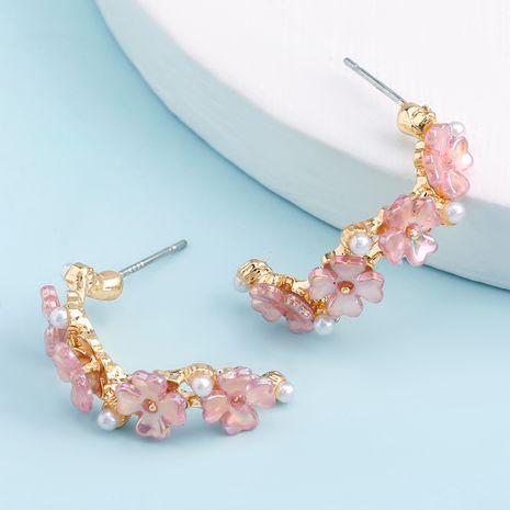 style minimaliste en alliage de résine en forme de C incrusté de perles de fleurs boucles d'oreilles en gros nihaojewelry NHJE241674's discount tags