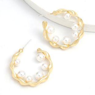 Boucles d'oreilles coréennes en forme de C en forme de perle incrustée d'alliage de dentelle en spirale simple nihaojewelry NHJE241677's discount tags