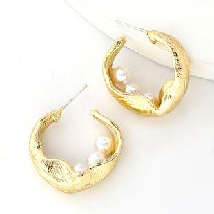 Boucles d'oreilles incrustées de perles en alliage en forme de C en gros nihaojewelry NHJE241678's discount tags