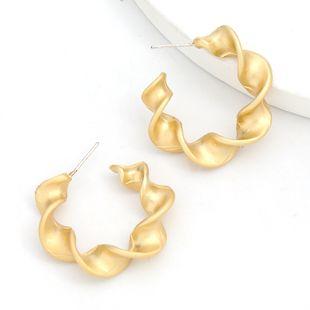 Boucles d'oreilles géométriques en forme de C en alliage de dentelle en spirale de mode Boucles d'oreilles simples coréennes en gros nihaojewelry NHJE241680's discount tags