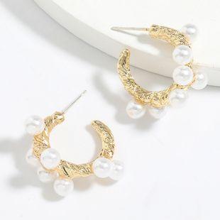 Boucles d'oreilles en forme de C en forme de perle incrustées d'alliage coréen simple et polyvalent en gros nihaojewelry NHJE241683's discount tags