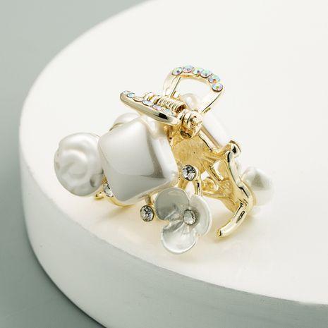 Petite pince coréenne en forme de coeur perle moyenne en gros NHLN242119's discount tags