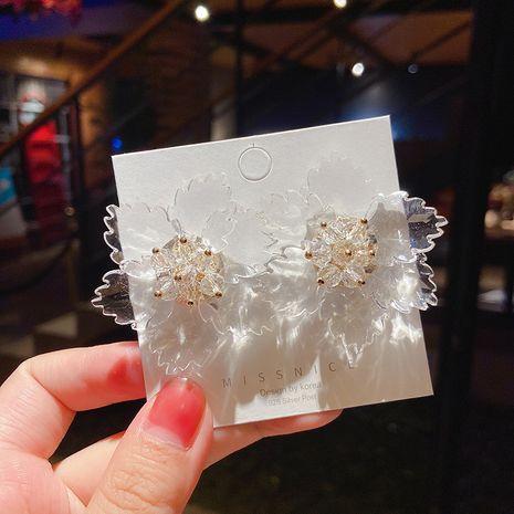 Pendientes de aleación salvaje de verano de flores tridimensionales de cristal transparente coreano para mujeres NHMS251598's discount tags