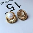 NHOM1065760-White-pearl