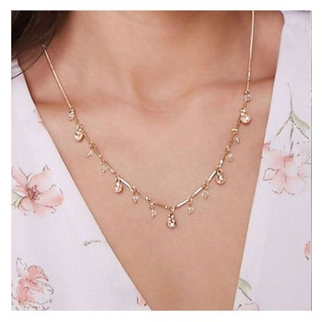 Collier en or rétro en alliage de style simple serti de diamants clavicule en gros NHCT256152's discount tags