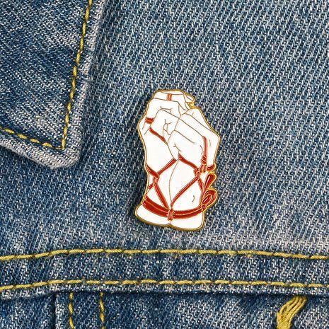 La insignia del esmalte del goteo del aceite de la aleación de la moda lió el broche de la camisa liado a dos manos NHBO256290's discount tags