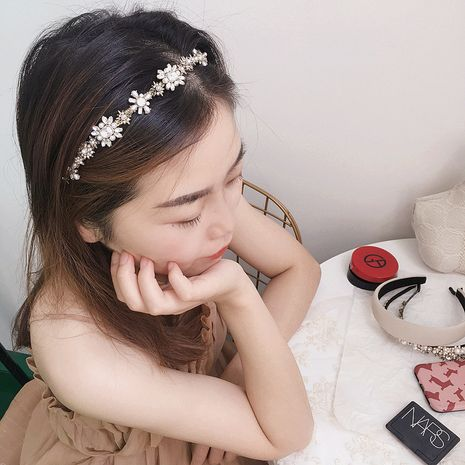 Korea's new retro full diamond bead flower style simple and versatile headband wholesale NHHI256311's discount tags