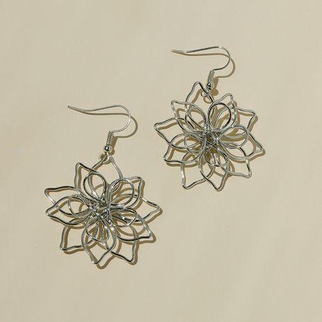 aretes de flores tejidas de metal NHGU257587's discount tags