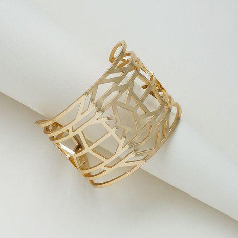 Vente chaude mode nouveau bracelet de texture en métal à large face en gros NHGU257633's discount tags