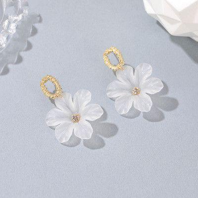 Nuevos aretes de flores transparentes con aguja de hongo blanco pequeño tridimensional al por mayor NHMO258000's discount tags