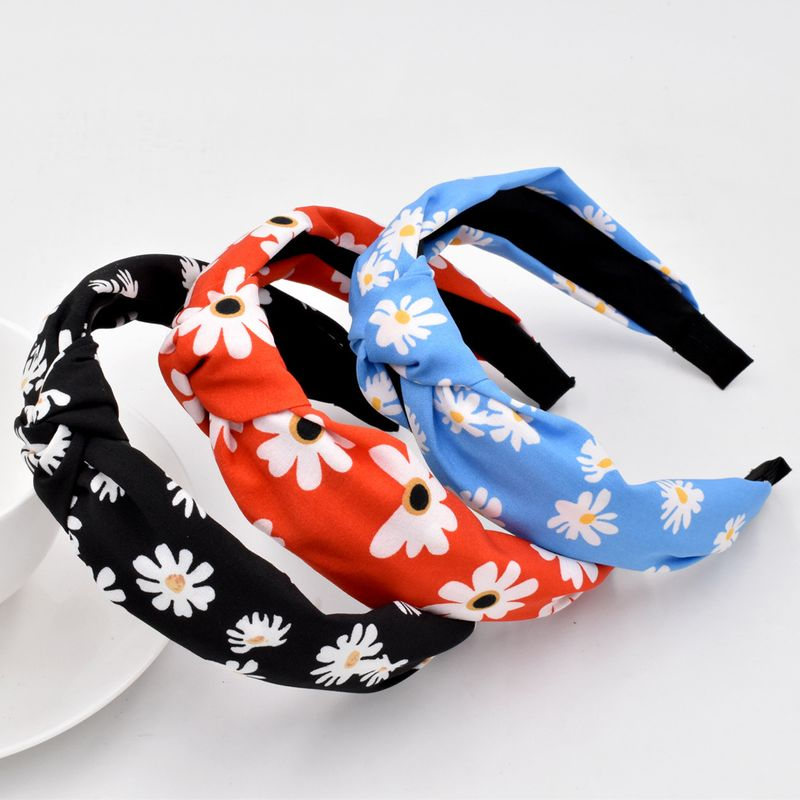 Little Daisy Hair Band Korean Fashion Fabric Knotted Pressed Hair Flower Headband wholesale NHCL258254