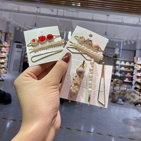 Clip rétro géométrique de bec de canard en alliage de perles NHWF259980's discount tags
