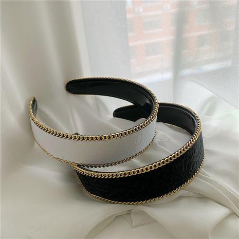 Bandeau coréen en cuir noir et blanc avec bordure en chaîne en métal sauvage NHYQ260508's discount tags