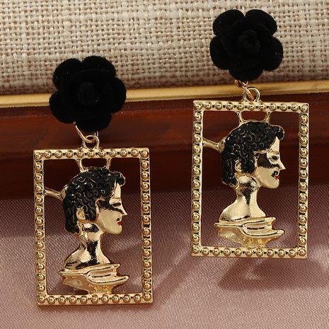 Vente chaude personnalité de la mode métal mode exagéré boucles d'oreilles portrait creux en gros NHNZ260639's discount tags