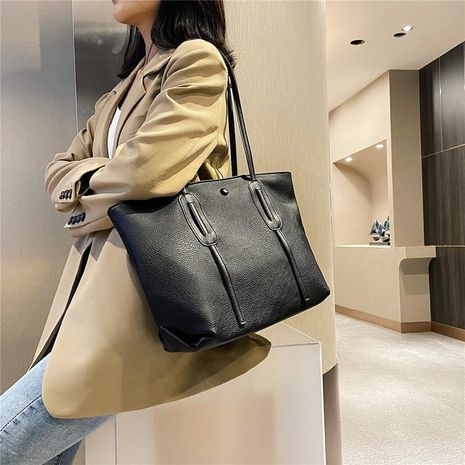 Zipper trend fashion one-shoulder portable belt decoration large capacity shopping women's tote bag  NHRU261571's discount tags
